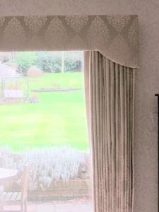 Curtain & pelmet SW Dec 2012